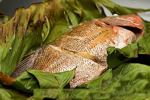 Cá nướng lá chuối chế biến cực đơn giản và ngon miệng
