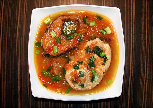 Cá ngừ kho cà chua chế biến cực đơn giản