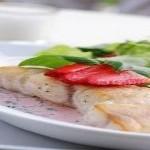 Cá chiên vàng sốt dâu tây – món ăn lạ mà ngon