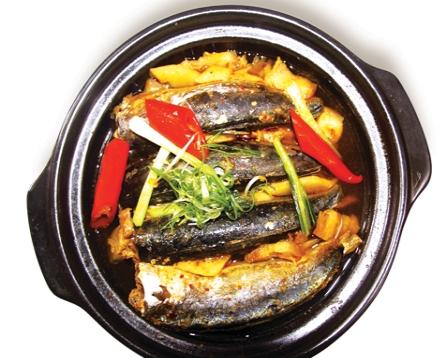 Cá nục kho dứa - món cá kho