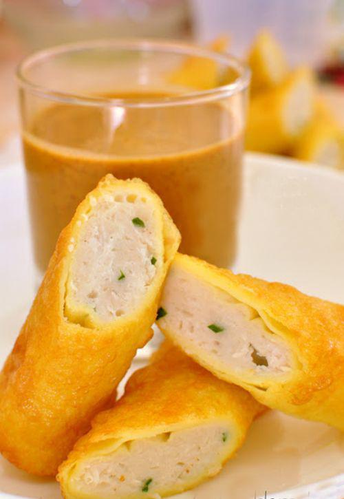 Bánh cá nóng chấm sốt đậu phộng cực ngon