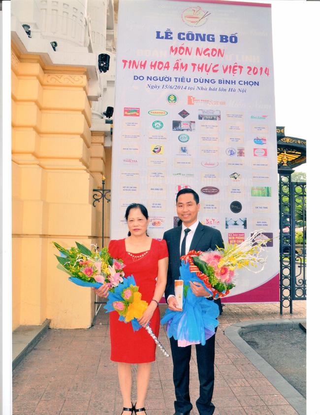 Bà Nguyễn Thị Kiều Loan – chủ tịch HĐQT và ông Nguyễn Bá Toàn – Giám Đốc Công ty Đặc Sản Việt Nam
