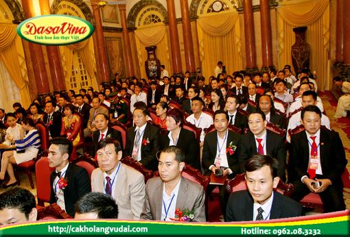 Ông Nguyễn Bá Toàn và lãnh đạo các doanh nghiệp lắng nghe chỉ đạo của phó chủ tịch nước