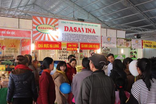 Cá kho làng Vũ Đại thương hiệu DASAVINA tham dự Hội chợ tại Royal City