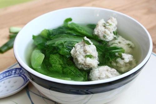 Chả cá nấu cải xanh ngon ngọt tự nhiên